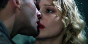 кадр поцелуя из фильма холодное танго
