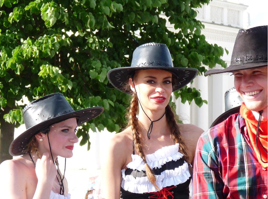 Девушки танцевального коллектива